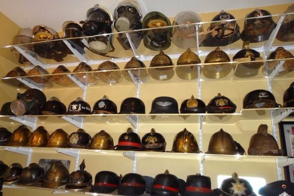 hat, hats, displaying, shelving, wall mounted, mounting,